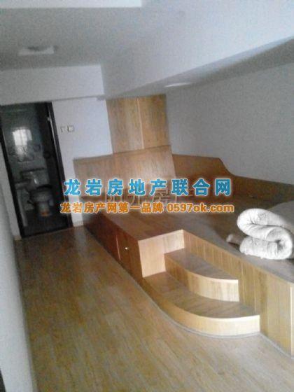 三层挑高楼中楼,可做4个房间(五洲财富)